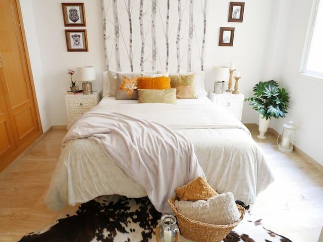 Habitación de matrimonio, cama de 150/ Master room with king size bed