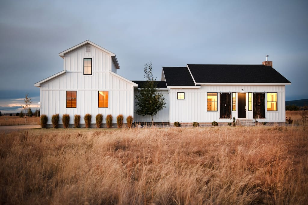 Modern Farmhouse on 2 acres.