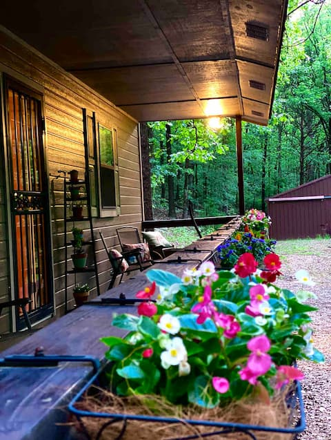 **Cozy Cottage Surrounded by Beautiful Woods**