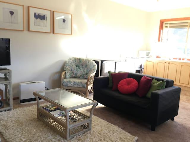 """Studio style + Breakfast  """"CAMELOT"""" - Tarrawanna - Dormitorio para invitados"""