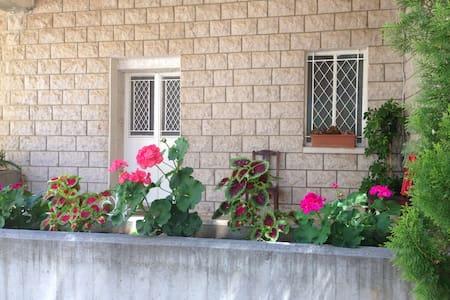Cosy appartement entouré de verdure - Wohnung