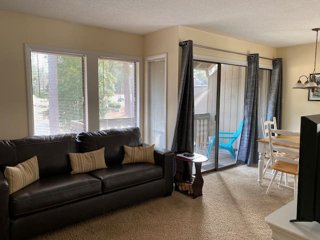 LG2**1-bed 1-bath beaut golf view, WIFI TV w cable