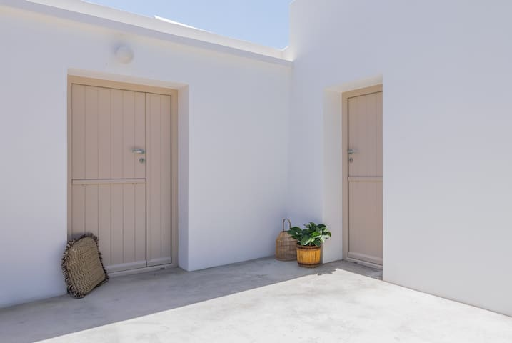 Enjoy and relax in this cycladic minimalistic yet luxurious Guesthouse.