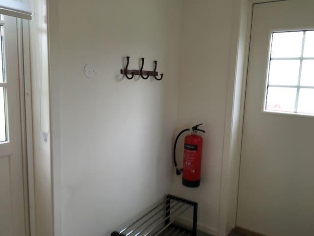 Brannslukningsapparat og røykvarsler tilknyttet brannvesen.