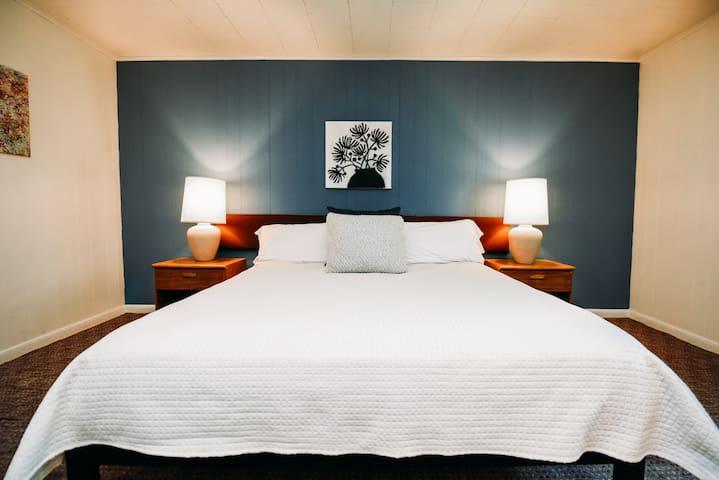 Rainbow Mountain Resort- King Rooms