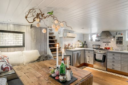 Unique house boat, rent one room or two rooms