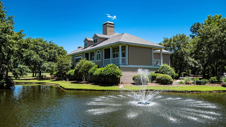 Located on the Golf Course, Beautiful Views, Perfect for a Getaway