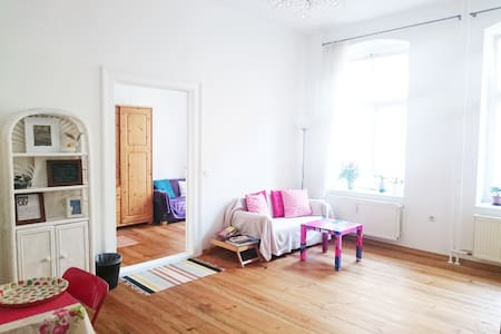 City center near metro and museums best location - Berlijn - Appartement