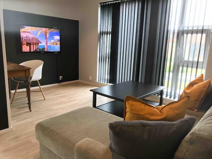 Private and cozy apartment 15min from city center.