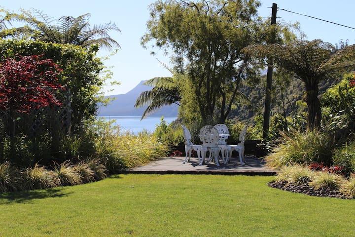 Tranquility - Lake Tarawera - Casa