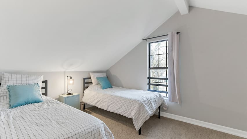 Sixth Bedroom with two Twin Beds.