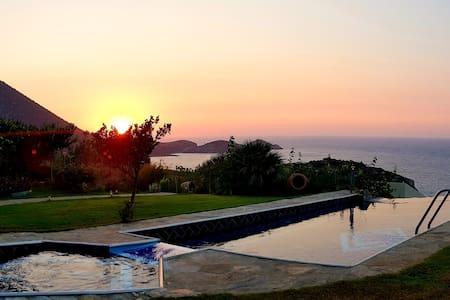 Traditional Cretan Style Villa with Infinity pool