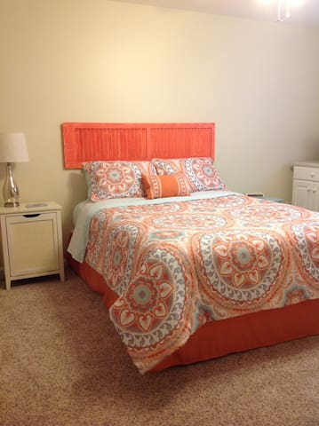 Private bedroom and bath in cozy home! - Birmingham - Hus