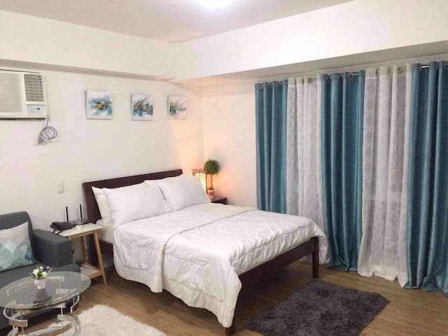 *Studio W/ PARKING+WiFi+Netflix walk ABREEZA MALL