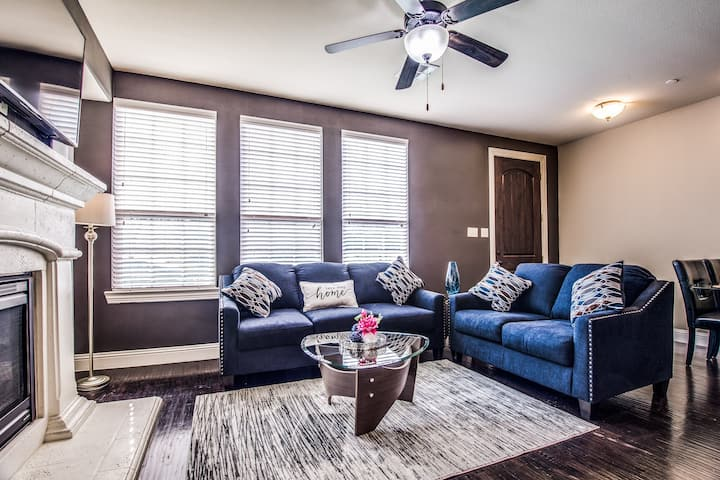 Modern 3 Bedroom House at Shops at Legacy
