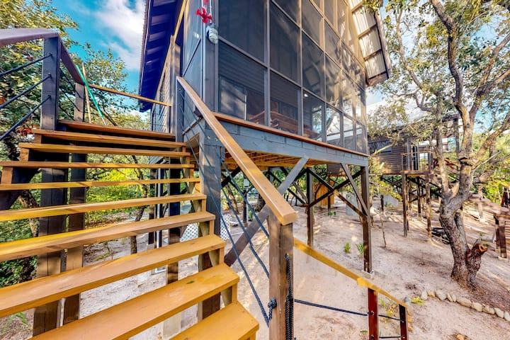 Three forest cabanas w/ verandas, hammocks, WiFi & partial AC - walk to beach!