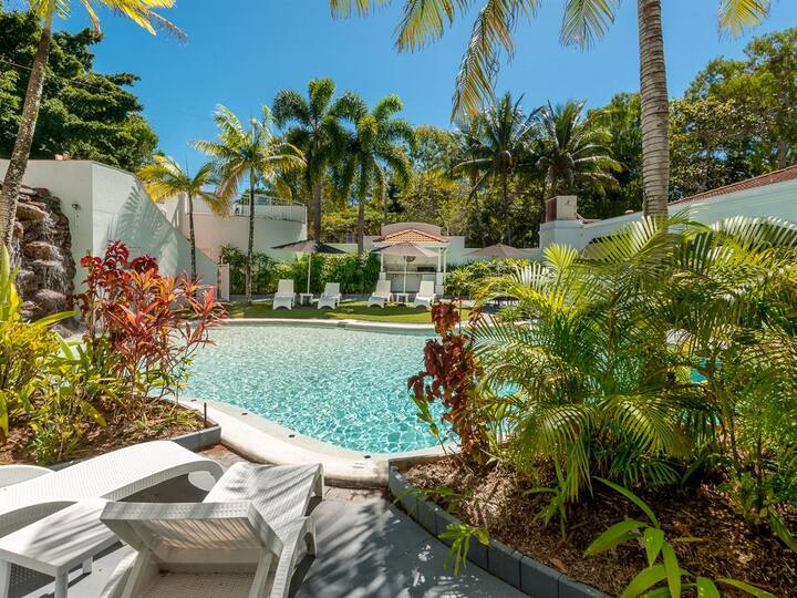 Fabulous cosy beachfront  'Hideaway' at Palm Cove