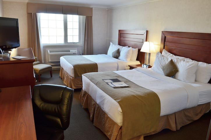 Main Street Hotel w/Wifi, Parking, Housekeeping