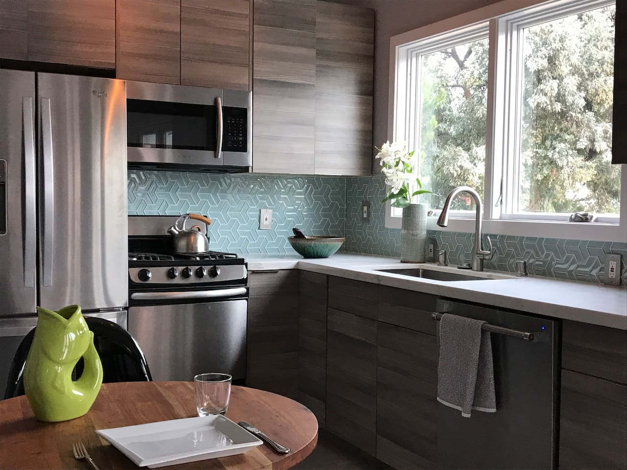 The stove, large sink and dishwasher are perfect for preparing food during your stay. Safeway is 1 block away and the Grand Lake farmer's market (held every Saturday) is only a short 3-block walk away.