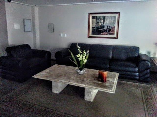 Suite em condomínio familiar no Meireles