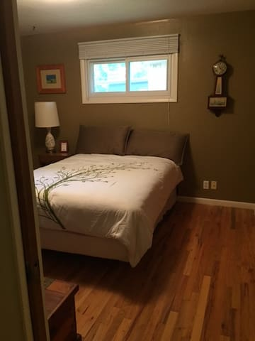 Private bedroom near City Park