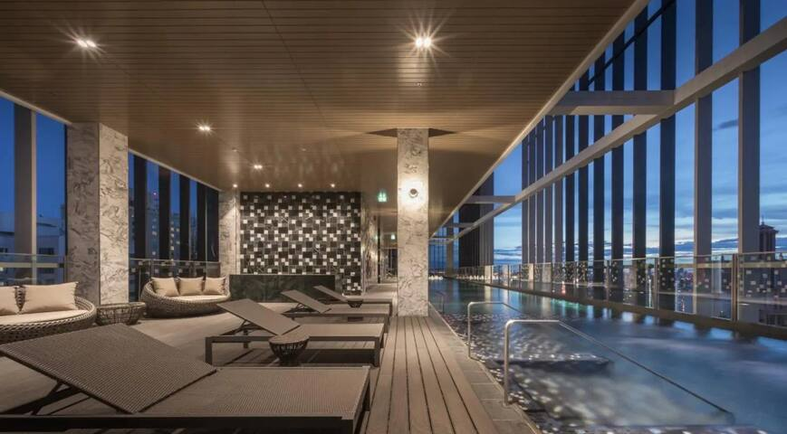 BRAND NEW LUXURY CONDO/7MINs TO BTS/SKY POOL/