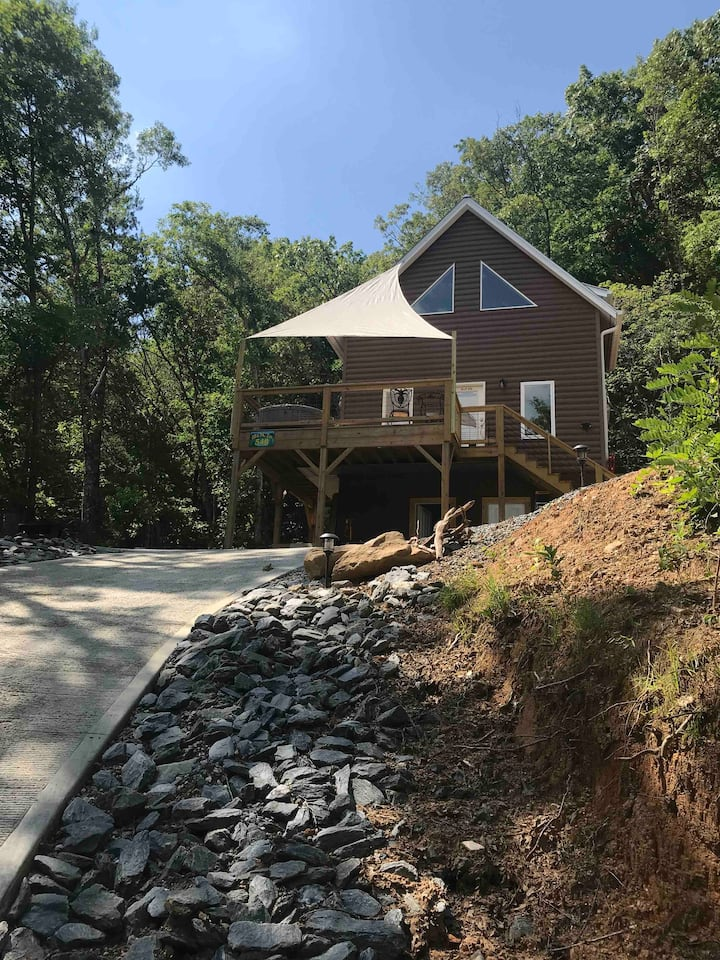 Bryson city Cherokee Casino Modern Home [open]