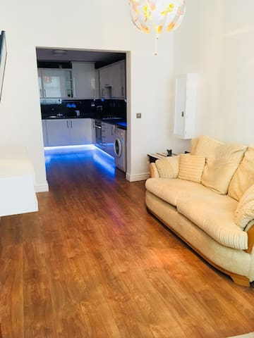 Light and airy ground floor flat