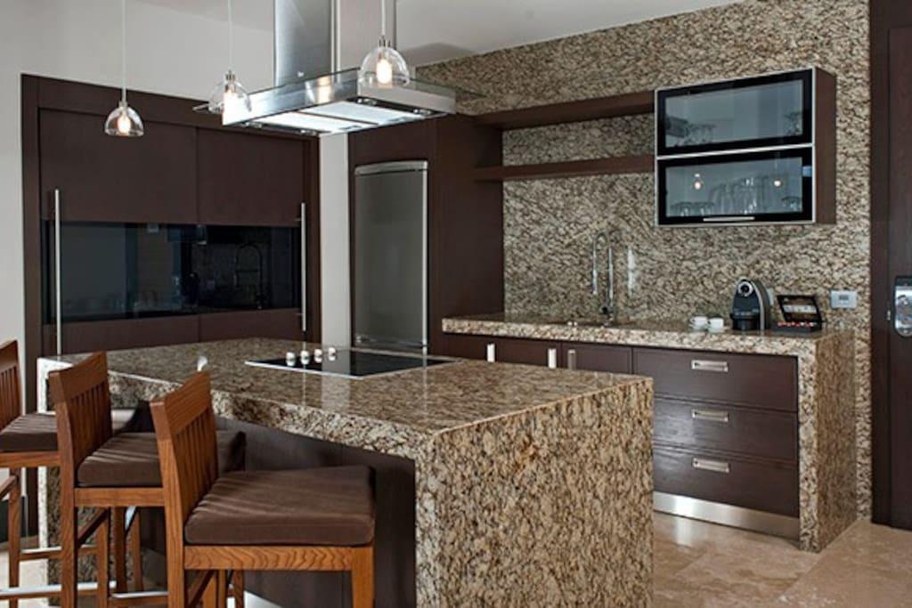 Grand Luxxe gourmet kitchen