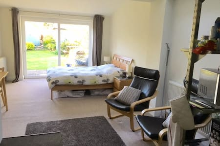 Self Contained Comfortable Studio - Yateley