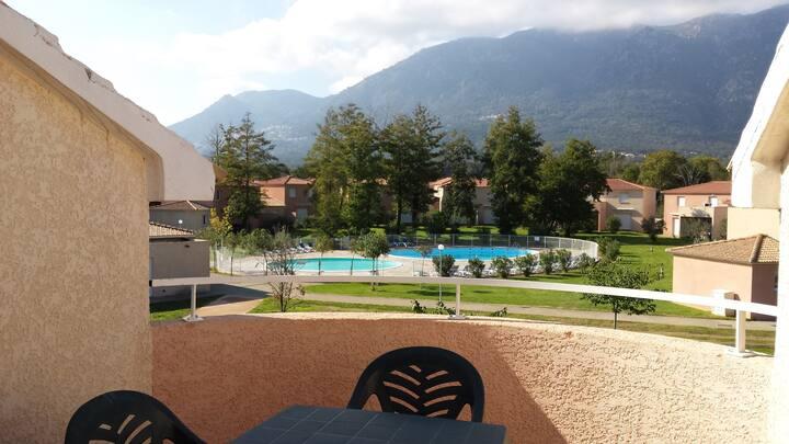 Appartement avec Piscine et Vue des Montagnes! Situé à 1 km de la Mer