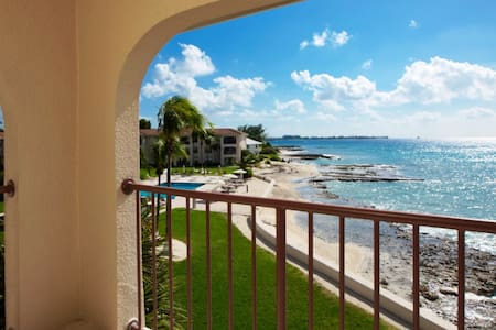 Seven Mile Beach - Ocean front - Fully Renovated - George Town