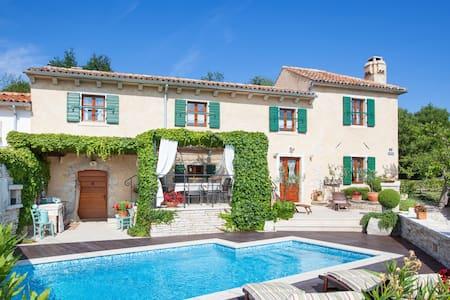 Villa Gelci - Trget - Huvila