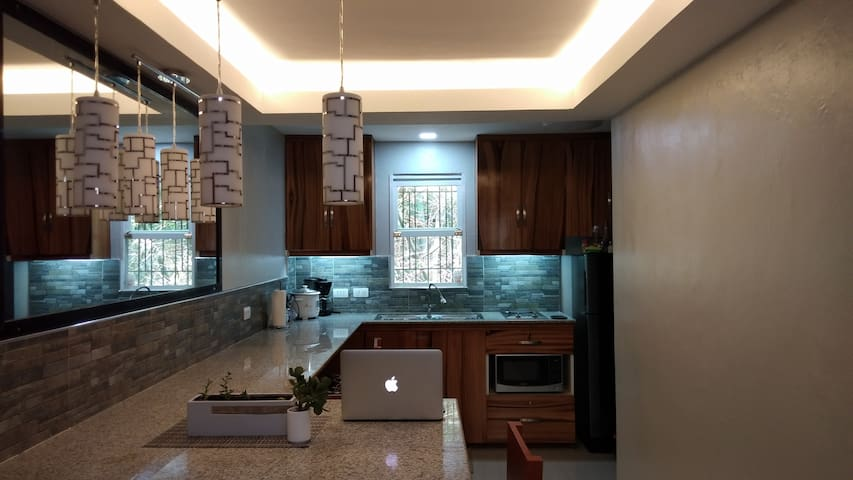Two Story House w/ balcony near Dumaguete Airport