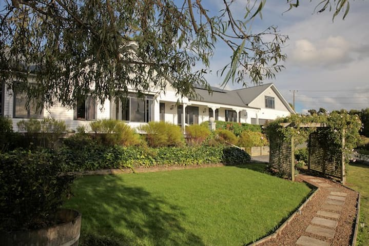 Selah Homestead, Sandspit, Auckland - Sandspit - Bed & Breakfast