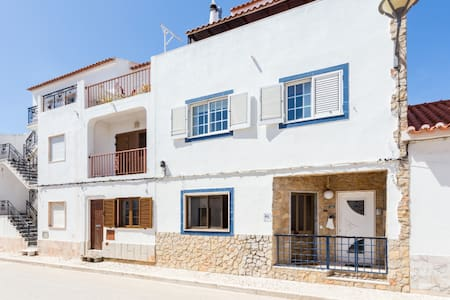 1 bed apartment, private courtyard, close to beach