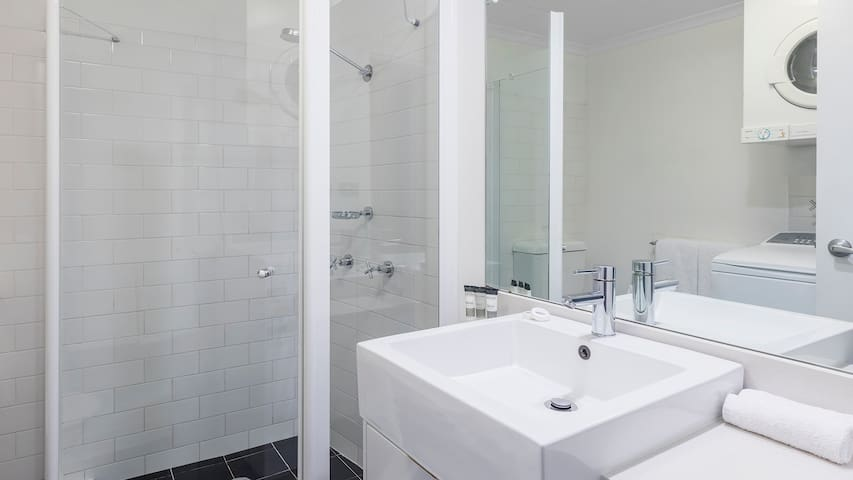Studio - Bathroom with Shower