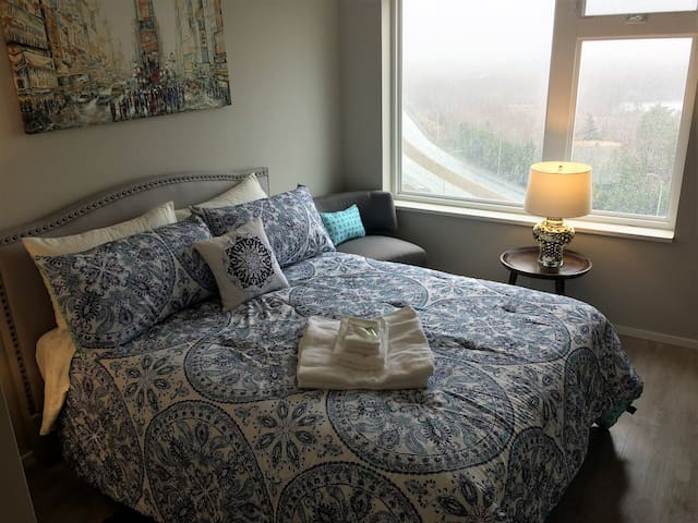 New Luxurious Apartment with Pano Lake Views - Halifax - Apartment