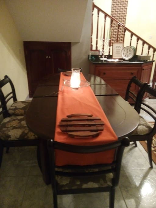 DINING TABLE SEATS (6)