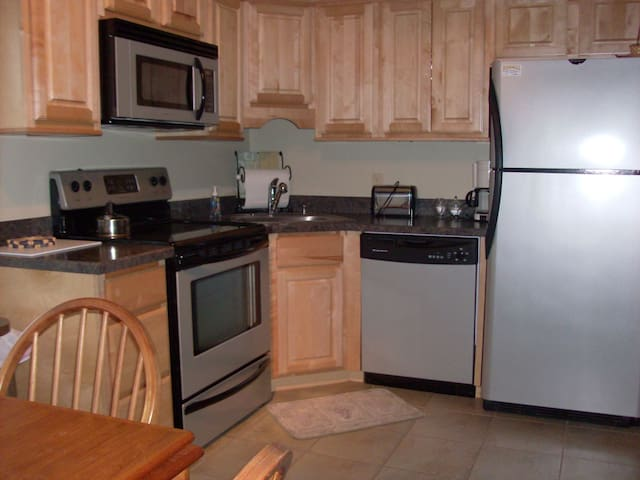 One Bedroom, Fully equipped, Burke Mountain Condo - Burke - Condomínio