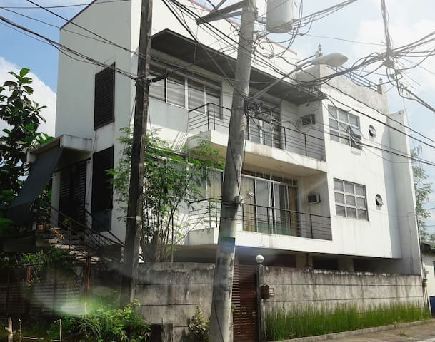moden hause 4prs.in 1 bedroom with stair 1bathroom