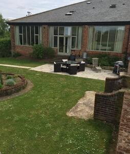 The Garden Room - Apartment