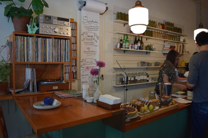 Sweedeedee is just lovely with a record player, fresh baked pie and southern inpired fare that does not disappoint! Open for breakfast and lunch.