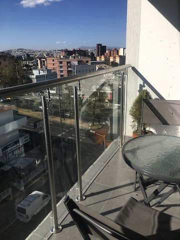 2BDR 2Bathroom lovely apartment WIFI, with balcony - Quito - Pis