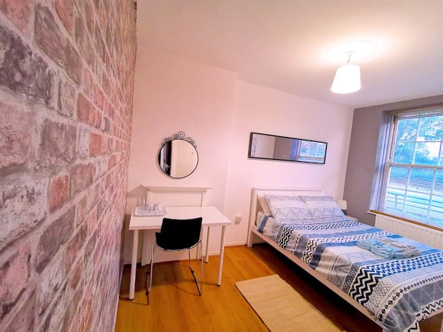 Beautiful large room available close to the city
