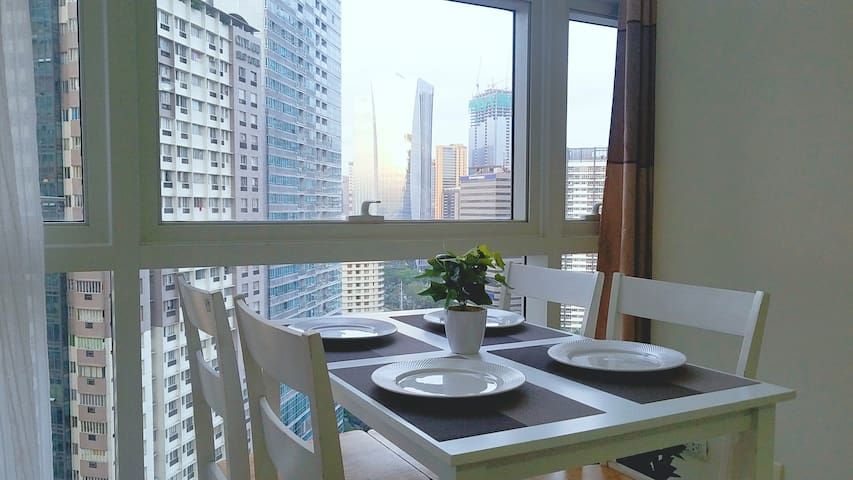 Mandaluyong home. Delightful and romantic views.