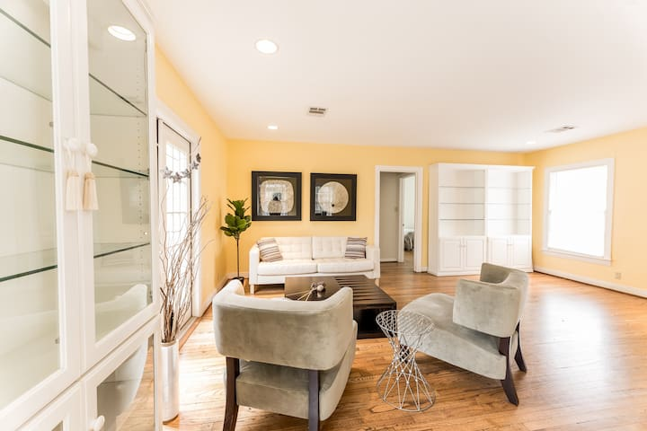 Spacious relaxing home in Austin's best location!