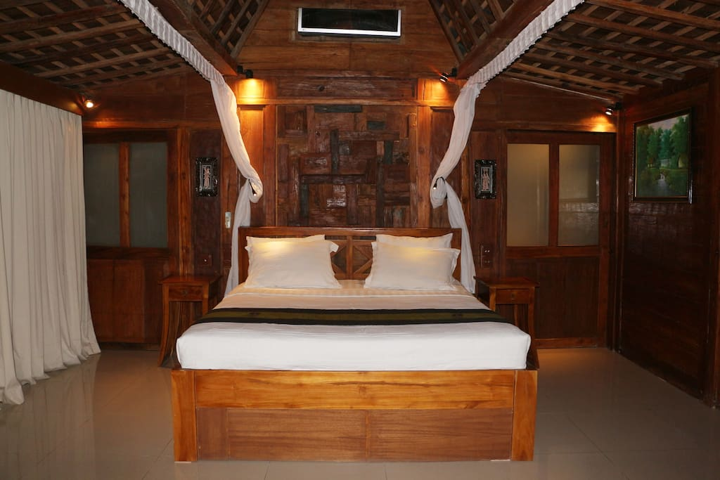 The Alise Villa Lovely Authentic Wooden Teak JOGLO Style Master Bed Room