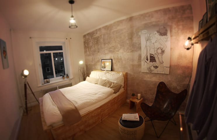 Shabby/chic room in neato apartment