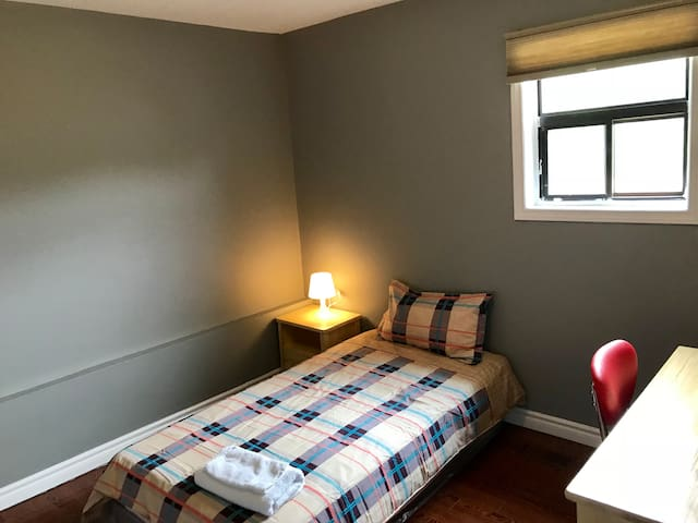 Private Room, Amazing Downtown Location